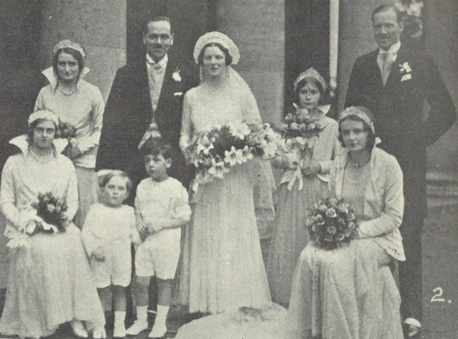 A 1930s wedding<br><small><i>Cheltenham Chronicle and Gloucestershire Graphic</i> 1 November 1930</small>